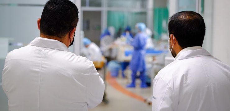 Vacunarán contra COVID-19 a adolescentes vulnerables, en hospitales
