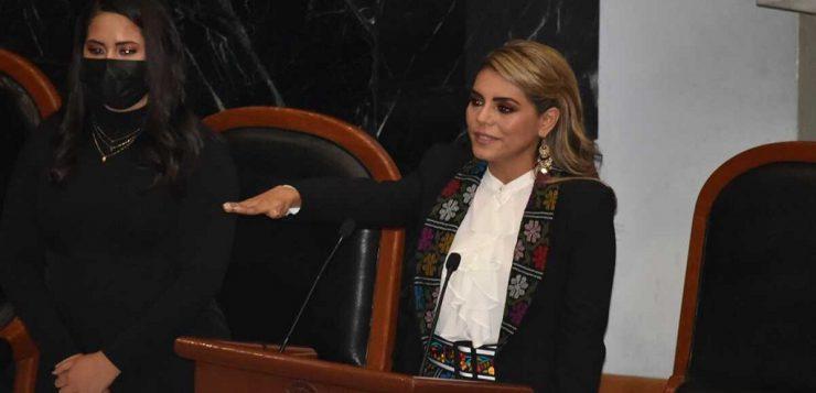 Evelyn Salgado toma protesta como gobernadora de Guerrero y ensalza a su padre